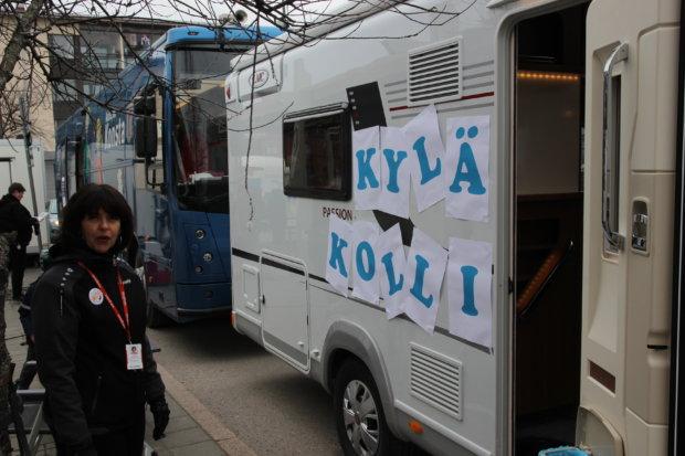 Nuorisotoimen uuden liikkuvan nuorisotilan nimi paljastettiin. Irina Schutskoff esitteli Kyläkollia.