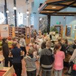 Kirjalitan lasten tapahtuma veti Pälkäneen pääkirjastoon mukavasti porukkaa. Kuva: Hannu Söderholm
