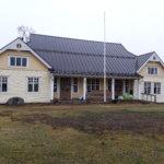 Suojan talo sai kylkiinsä uuden ulkovuorauksen, maalaus tehdään kevään aikana