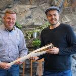 Brother Christmas -hyväntekeväisyyshuutokaupasta hankittu olympiasoihtu ilahduttaa pian kävijöitä Pälkäneen Kostia-areenalla