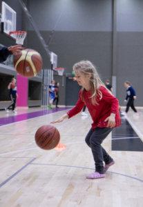Koripallon toimintapiste veti puoleensa palloilusta kiinnostuneita lapsia.