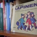 Aapisia ja lukukirjoja esille Arkkiin heinäkuuksi, omia kirjojaan voi lainata näyttelyyn