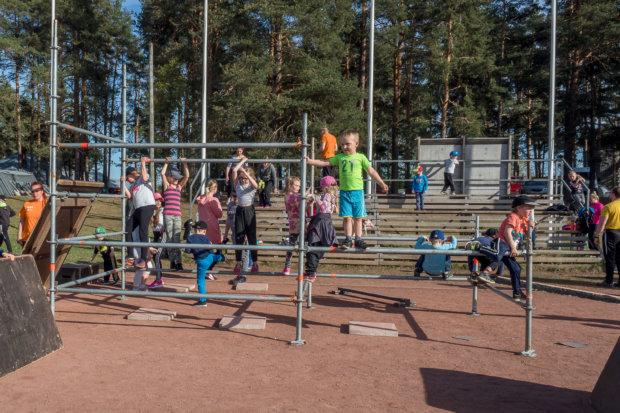 Kiipeilyä. Kuva: Hannu Söderholm