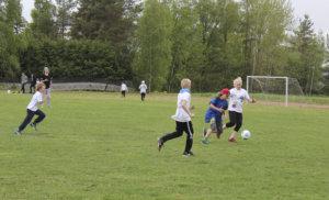 Raikku ja Vilpeilä olivat tämän vuoden kyläkoulujen jalkapalloturnauksen finalistit. Raikku oli tällä kertaa parempi maalein 4–1.