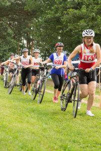 Riatlonissa pyöräilymatka on 13 kilometriä. Vaihtoalueella talutusmatkaa on 100 metriä.