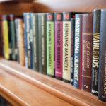 Kaikki mikä on Pöllökartanon yhteistiloissa, on yhteisesti käytettävissä. Niin myös alakerran kirjaston kirjat.