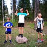 Onni Kinnunen tuuletteli P11-sarjan voittoa. Matias Piiparinen oli toinen ja Kasper Ketola kolmas.