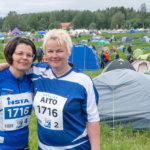 Kolmosjoukkueen Jaana Ketola ja Marja-Liisa Suomalainen jännittivät kisan alkua toiveikkaina ehjästä suorituksesta.