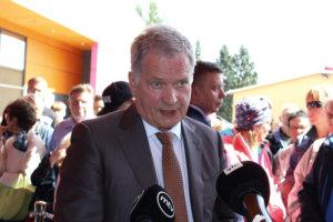 Sauli Niinistö kertoi Sydän-Hämeen Lehdelle, että on seurannut pälkäneläiskallojen ryöstötarinaa. Hän kutsui sitä haudanhäpäisyksi ja lupasi ottaa asian esille syksyllä, kun tapaa Ruotsin pääministeri Stefan Löfvenin.