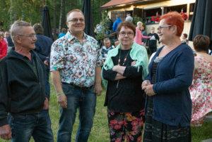 Valkeakoskelaiset Seppo Partanen, Hannu Haavisto, Seija Haavisto ja Sirpa Partanen tulivat hyvien tanssien toivossa Salmentaan lavalle.