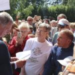 Runsas joukko pälkäneläisiä oli tullut Kostia-areenalle tapaamaan presidenttiään. Niinistö ehti vaihtaa jokusen sanasen ja kirjoittaa nimikirjoituksia.