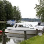 Venepaikoilla liikkunut varkaita – kaksi isoa bensakanisteria viety
