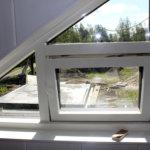Viher-Kostialan minitalossa on parvi, josta löytyy myös pieni ikkuna.