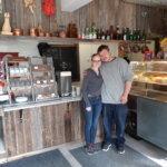 Uusia palveluja kylälle – kahvila-kioski Kissantassu ja pelihuone Kasipallo aloittivat Pohjassa