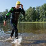 Kukkia-Triathlonin kokenut kävijä Gustav Långbacka otti tänä vuonna ensimmäisen voittonsa. Mies oli ylivoimainen jo uintiosuudella.