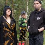 Jenni, Myrsky ja Sami Järvinen viihtyvät erinomaisesti Lahdenkulmassa.