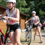 Kira, Lara ja Satu Koskela tulivat vielä pyöräilyosuudelta yhtä matkaa. Juoksussa Lara karkasi muilta.