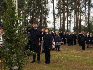 Suomen lippu sai juhlatervehdyksen.