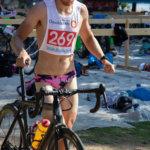Miesten Riatlonin voittaja Valtteri Repo lähdössä pyöräilyosuudelle.