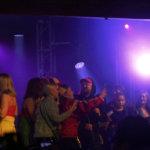 Teflon Brothers kutsui yleisöä lavalle Lähiöunelmii -kappaleen ajaksi.