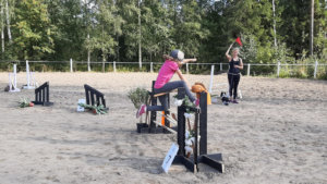 Aada Tulivuo ja Tähti-keppari osallistuivat jokaiseen KeppariCupin osakilpailuun.