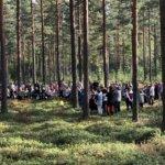 Kuohijoella hiljennyttiin metsäkirkossa