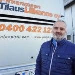 Liikennöitsijä Pertti Johanssonille merkitsi uransa alussa paljon se, että hän pääsi Mercedes-Benzin rattiin – yrittäjä miettii nyt, mistä hän saisi motivoituneita bussi- ja linja-autonkuljettajia