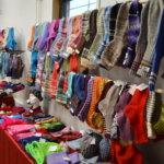 Joulupuotiin tullaan ostoksille kauempaakin – puodista saa hankittua pukinkonttiin sahalahtelaisten kädentaitajien töitä