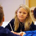 Emman suunnittelema superpulla osaa lentää – pikkukoulut kokoontuivat itsenäisyyspäivän aattona leipomaan, askartelemaan ja piirtelemään yhdessä