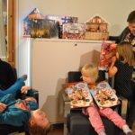 Pesosenkin perhe reissaa jouluna sukulaisissa – samalla sopeudutaan eri joulunviettopaikkojen erilaisiin rytmeihin ja tapoihin