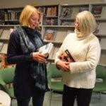 Heidi Köngäs tapasi entisen työkaverinsa kirjailijaillassa Sahalahdella