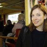 Yli satapäinen yleisö tenttasi ministeriä opetuksen tulevaisuudesta – opetusministeri Li Andersson veti Mikkolan Navetan täpötäyteen