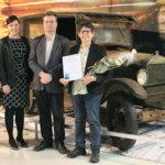 Liikennöitsijä Artturi Tiuran elämäkerta vakuutti tuomariston – tieliikennehistorian Mobilia-palkinto myönnettiin Pirkko-Liisa Kastarille