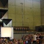 Puhe, soittimet ja myös seurakunnan laulu mikitetään radiojumalanpalveluksessa
