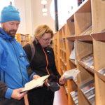 Pälkäneen kirjastossa piti kiirettä tiistaina, kun ihmiset ryntäsivät lainaamaan vielä kirjoja