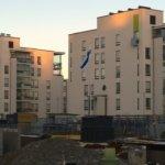 Markku Lehtinen korostaa kirjoituksessaan, että taloyhtiön tulisi toimia itsenäisenä ja toimivana asumispalveluja tuottavana yksikkönä, jonka ylläpitämisestä päättävät sen osakkaat.