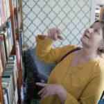 """""""Avoimet kirjahyllyt"""" kutsuu kurkkimaan kirjahyllyihin ja innostumaan lukemisesta"""
