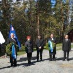 Kaatuneiden muistopäivän seppeleet laskettiin kirkkomaalla