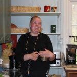 Hanna Ståhl koettaa saada Puutikkalan kyläkauppaan myös posti- ja lääkekaappipalvelua. Kuva Milla Suikkanen.