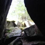 Näkymä ulos Mäyrävuoren luolasta.