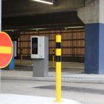 Muutoksia sisään- ja ulosajoon – uudessa pysäköintitalossa loivenneltiin porua ja törmäyksiä aiheuttaneita ajolinjoja Kangasalla