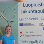 Luopioisten liikuntapuiston toiminta on käynnistynyt – ohjaaja Lilli Merinen neuvoo kaikille sopivan kehonpainotreenin
