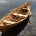 Puuveneperinne herää eloon Luopioisissa – kesän aikana on tarkoitus rakentaa 10 perinteistä Käenniemi-mallista soutuvenettä