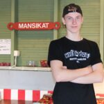 Valtteri Raatikainen tylöskenteli Niitty-Seppälän tilalla jo toista kesää.
