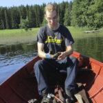 Kukkialla putputtaa taas Viljo Nurmisen vene – vanhan soutuveneen kunnostuksessa oli monta kimuranttia kohtaa