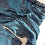 Älä heitä rikkinäisiä farkkuja roskiin – kokeile liimapaikkaa!
