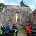 Rauniokirkon kattorakenne voidaan tukea muurien päälle – Museoviraston edustajia kävi kirkon raunioilla