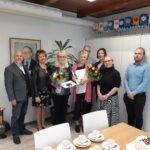 Kunniamerkkejä ansioituneille naisille – pitkiä pankkiuria juhlistettiin Luopioisissa
