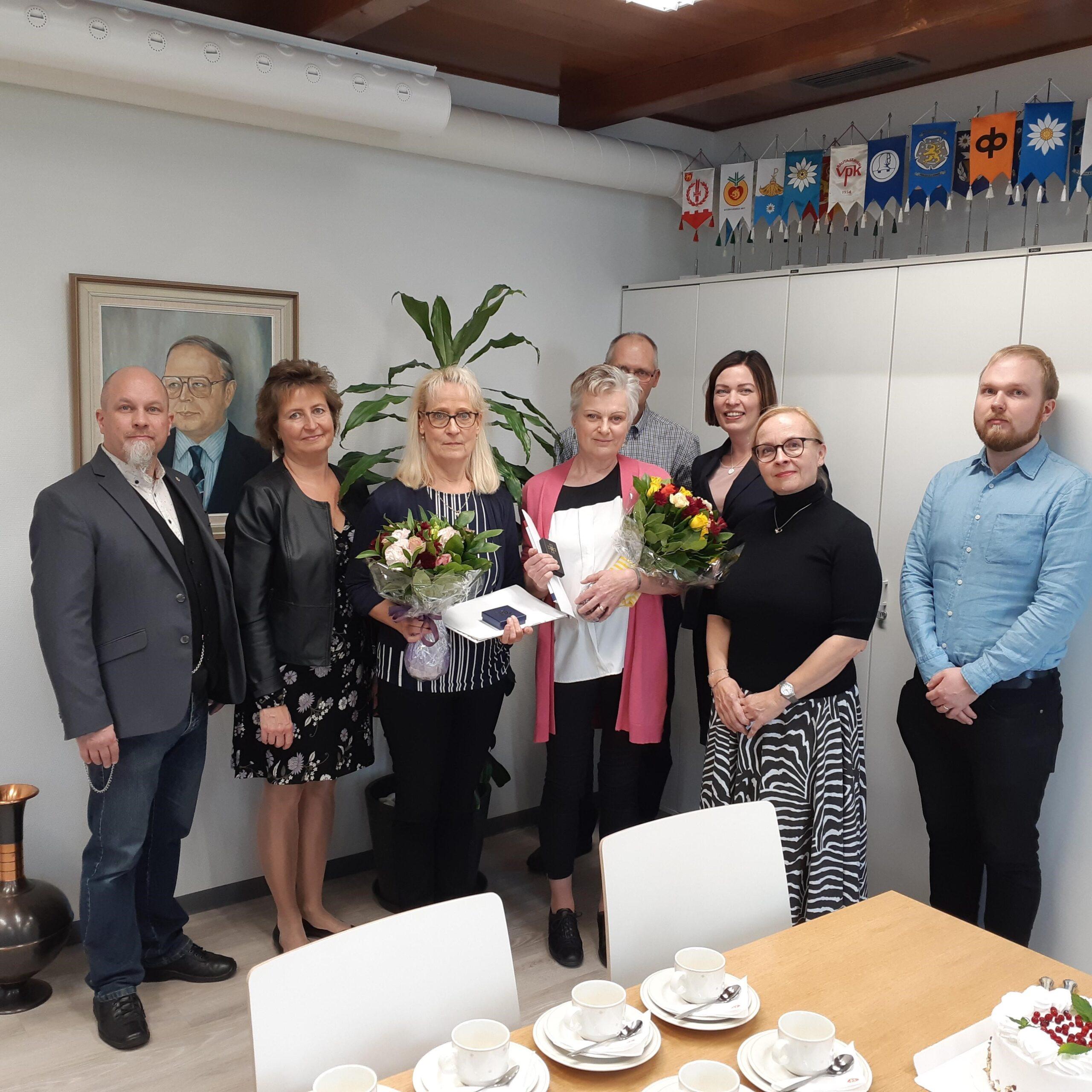 Kunniamerkkejä ansioituneille naisille  pitkiä pankkiuria juhlistettiin Luopioisissa