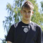 Pälkäneläislähtöinen Thomas Saarinen haaveilee ammattilaisen urasta – 17–vuotias lupaus pelaa kuluvan kauden FC Kiffenin riveissä Kakkosessa